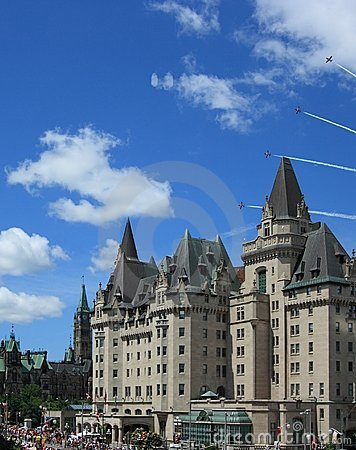 Free Snowbirds Over Chateau Laurier Stock Photo - 21293700