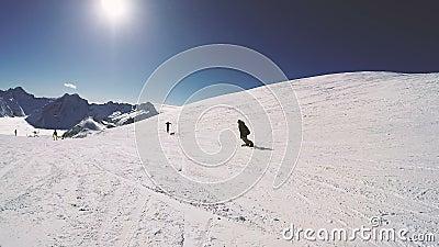 Snowboard un giorno soleggiato Attivit? di svago archivi video