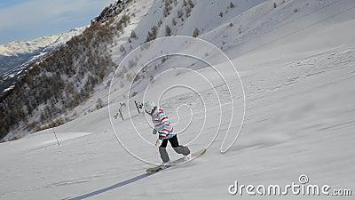 Snowboarder que vai rapidamente video estoque
