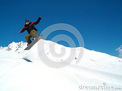 Snowborder Springen