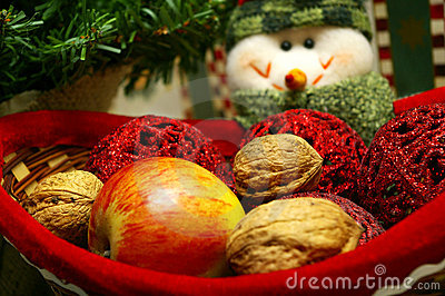 Snowmen with basket of fruits