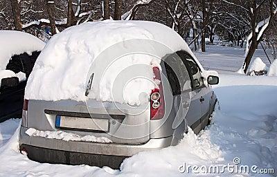 Snowy car - RAW format