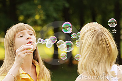 Soap bubble duel