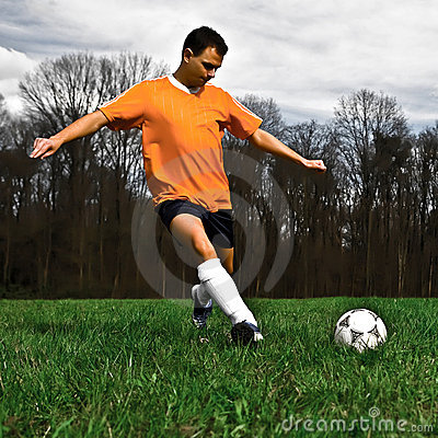 Free Soccer Player Kicking Royalty Free Stock Photography - 4884717