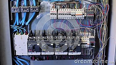 SOCHI, RUSSLAND - 22. SEPTEMBER 2012: Elektrisch auf Fabrikindustriemaschinen stock video footage