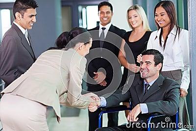 Socio del saludo de la empresaria