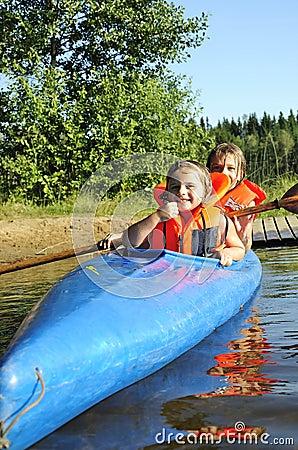Soeurs dans le kayak