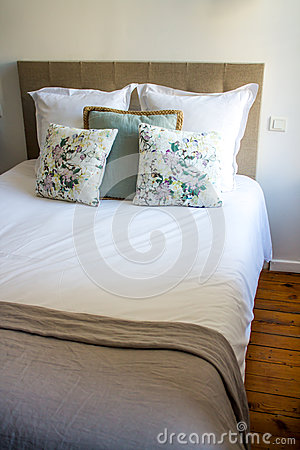 Free Soft Pillows On A Comfortable Bed Stock Photography - 53187182