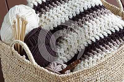 Knitting material