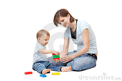 Sohn, der mit Mutter spielt