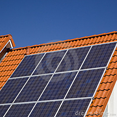 Free Solar Panels On Modern Roof Royalty Free Stock Images - 15472629