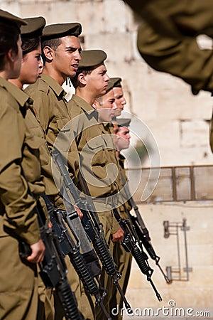 Soldados israelitas na parede ocidental de Jerusalem Imagem de Stock Editorial