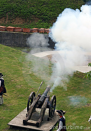 Free Soldier Firing With The Cannon Stock Image - 14438241