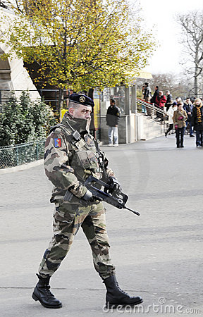 Soldier full of weapon in paris city Editorial Photo