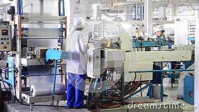 Soledar, região de Donetsk/linha de embalagem serviço sal de Ucrânia em GP Artemsol Artemsil vídeos de arquivo