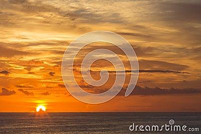 Soluppgång över havet