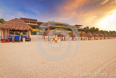 Soluppgång på karibisk strand