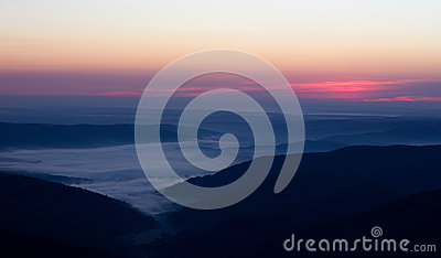 Soluppgång i bergen
