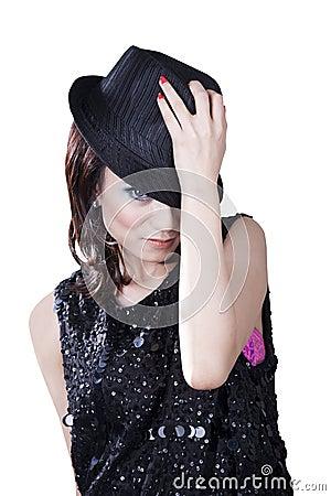 Sombrero de ala que desgasta de la mujer bastante caucásica
