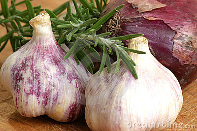 Some Fresh Organic Garlic Royalty Free Stock Photography - Image: 15039367