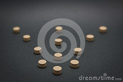 Some pills aligned in the form of arrow