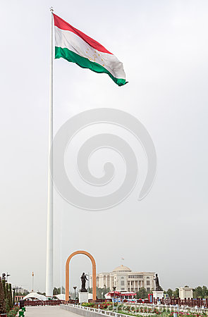Free Somoni Statue In Front Of The Flag Of Tajikistan. Dushanbe Royalty Free Stock Photo - 44618975