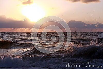 Sonnenaufgang in dem Ozean