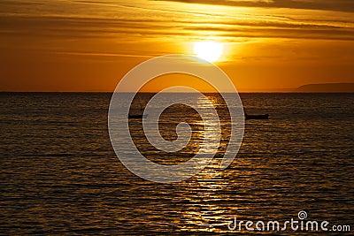 Sonnenaufgang-Ozean-Boote
