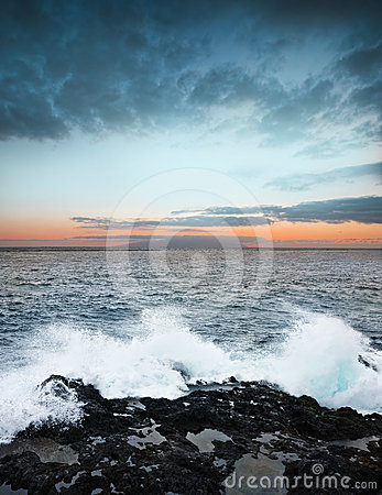 Sonnenaufgang und Ozean
