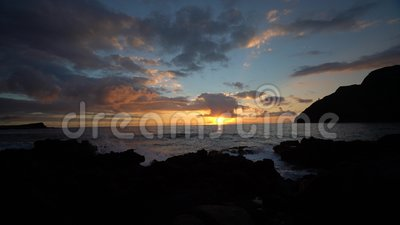 Sonnenaufgangvideo bei Makapu 'u-Strand stock footage