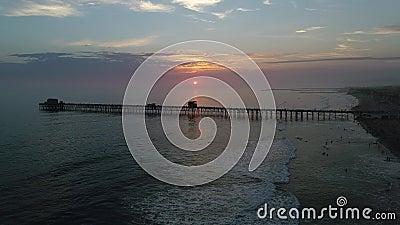 Sonnenuntergang im Ozeanufer stock video footage