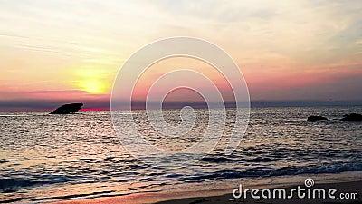 Sonnenuntergang-Strand und die versunkenen SS atlantisch bei Sonnenuntergang im Vorfr?hling mit warmem klarem leicht- Cape May Pu stock footage