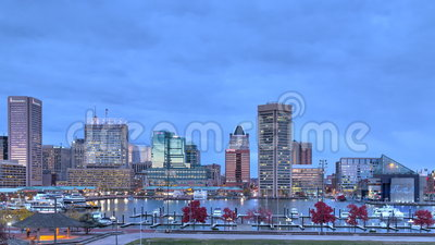 Sonnenuntergangzeitversehen in Baltimore, Maryland innerer Hafen stock video footage