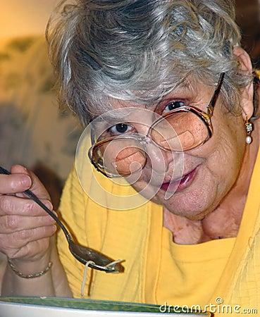 Sopa de pollo de la abuela