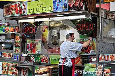 Soporte Halal de los alimentos de preparación rápida Foto de archivo editorial