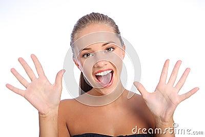 Sorpresa feliz para la muchacha adolescente con sonrisa hermosa