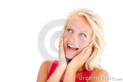 Sorpresa - giovane donna che osserva via sopra il bianco