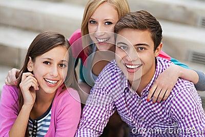 Sorridere dei tre giovani