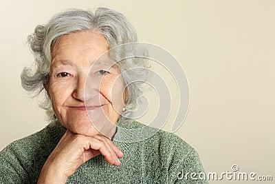 Sorriso sênior do retrato