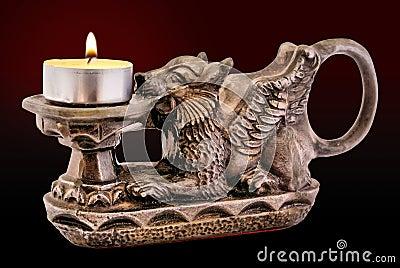 Sostenedor de vela de Gryphon con la vela
