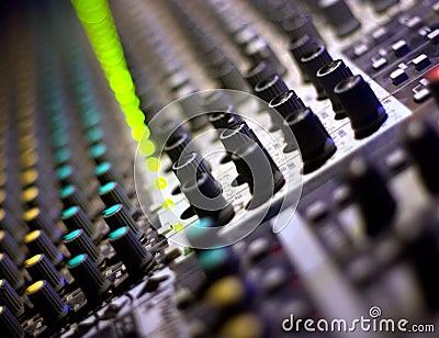Sound mixer. let s dj!