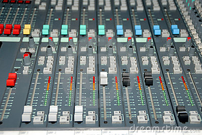 Sound mixing console