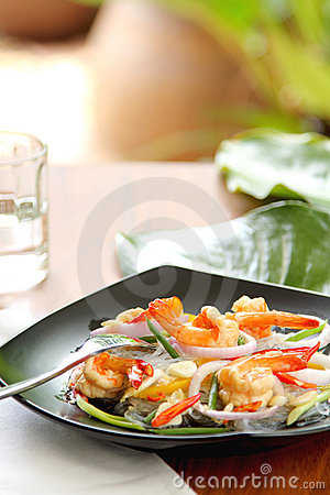 Sour & spicy vermicelli salad with prawn