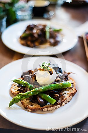 Free Sourdough Toasted Bread With Mushrooms And Asparagus Royalty Free Stock Photos - 68244378