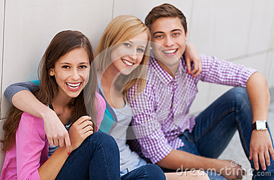 Sourire des trois jeunes