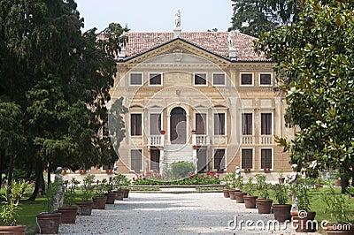 Sovizzo (Vicenza, Veneto, Italy), Villa Curti