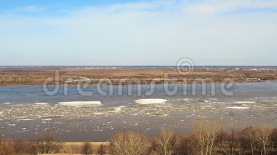 Spławowy lód na rzece zbiory wideo