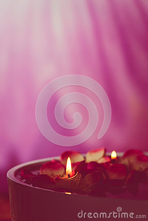 Free Spa Floating Candles Royalty Free Stock Photo - 46748735