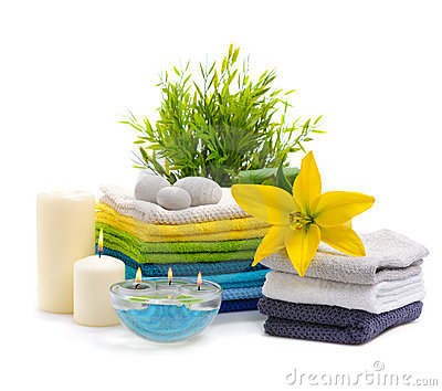 Spa towels with yellow lily
