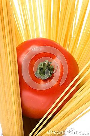 Spagetti and tomato